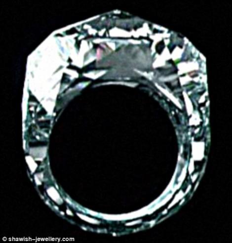 FOTO! Inelul de 70 de milioane dolari! Vezi de ce costa asa mult!