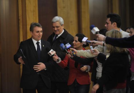 Ministrul Economiei, dupa ce a fost intrebat de un protestatar cata spaga a luat: Cum va permiteti? Sunt un om cinstit