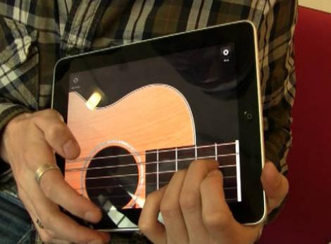 VIDEO! Vezi formatia care canta la iPad!