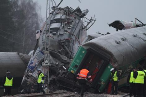 Accident feroviar in Polonia: Cel putin 14 morti si zeci de raniti