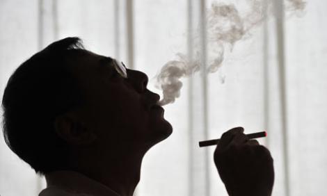Un fumator cheltuie lunar 273 de RON pe tigari