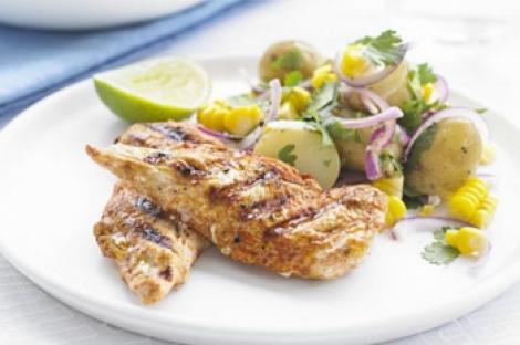 Reteta zilei: Pui dulce cu salata calda de porumb si cartofi