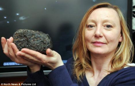 FOTO! O britanica a gasit un meteorit in curte