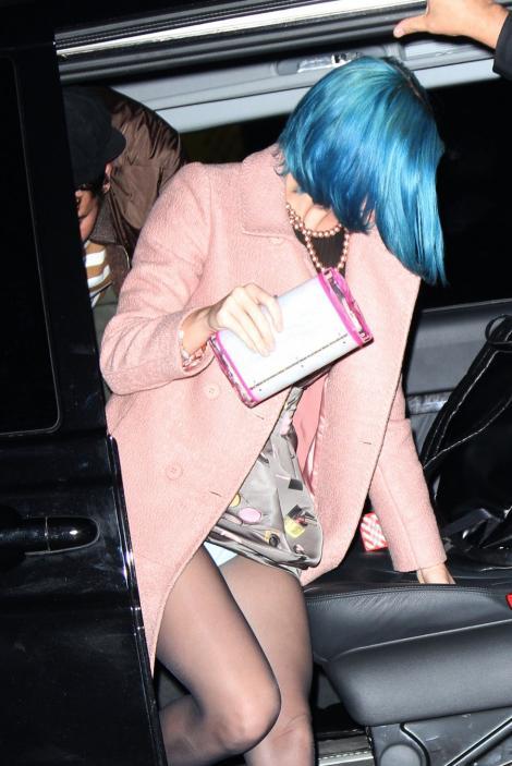 FOTO! Katy Perry, cu chiloteii la vedere