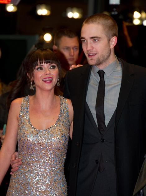 """Christina Ricci despre partenerul din """"Bel Ami"""": """"Robert Pattinson este sarmant, dulce si saruta foarte bine"""""""