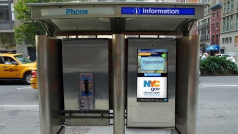 Vezi cum au fost adaptate cabinele telefonice la evolutia tehnologica!