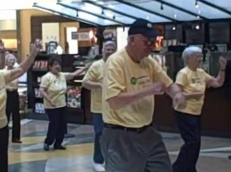 VIDEO! Flash mob inedit cu pensionari la mall