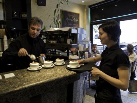 Cafeaua are gustul cel mai bun daca o bei acasa