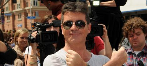 """Noua biografie a lui Simon Cowell: """"E crud, misogin si afemeiat!"""""""