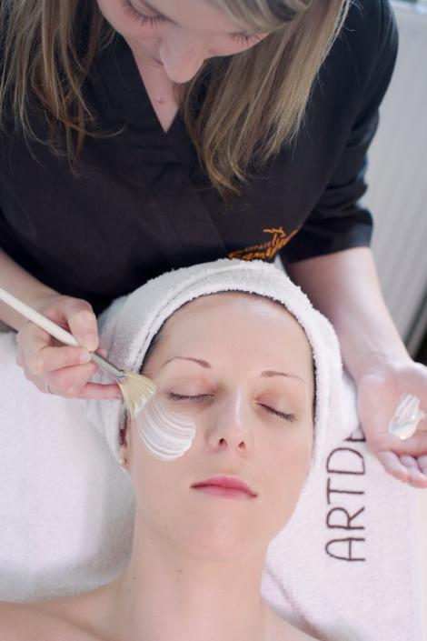 Afla care sunt pericolele tratamentelor faciale profesionale!