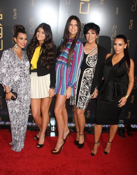 Contract de 40 milioane de dolari pentru surorile Kardashian