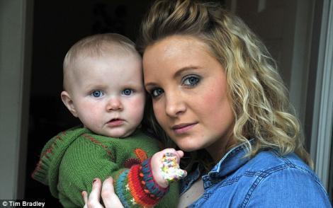 O fetita a fost atacata in carucior de un dihor