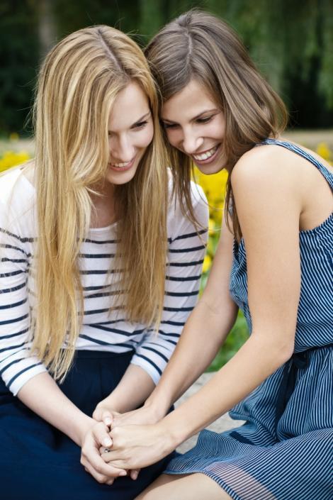 7 semne ca iti este prietena adevarata