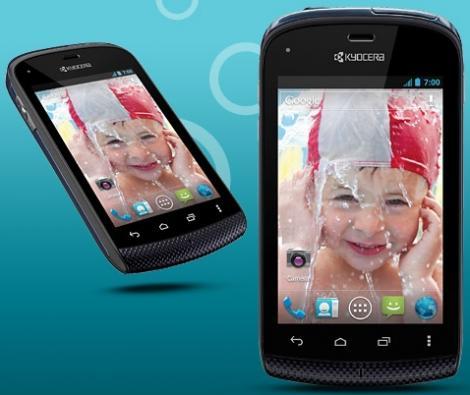Kyocera va lansa un smartphone care rezista 30 de minute sub apa