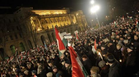 VIDEO! Extremistii unguri protesteaza impotriva UE si FMI