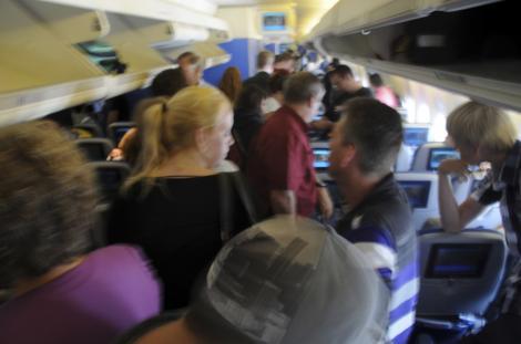Utilizarea telefoanelor mobile in avioane va fi permisa in curand