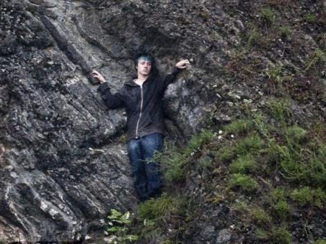 FOTO! Ancheta Utoya: Un tanar s-a catarat pe o stanca pentru a scapa de impuscaturi