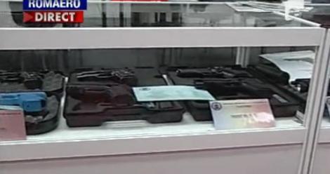 VIDEO! Expozitie de arme la Romaero, in Bucuresti