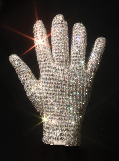 Costumele lui Michael Jackson, expuse intr-un turneu mondial