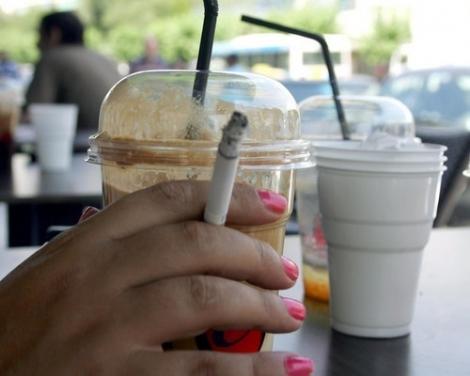 Bulgaria interzice fumatul in baruri si cafenele