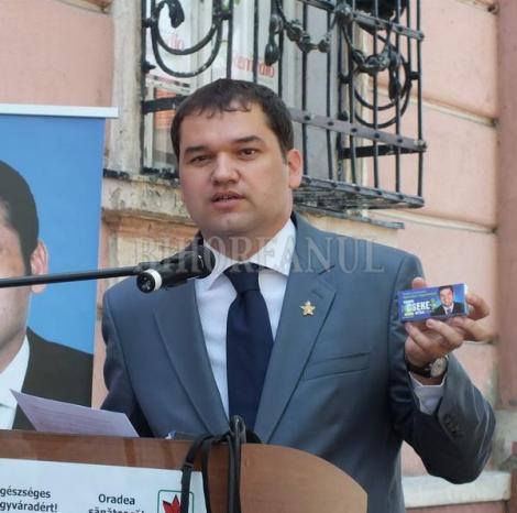 "FOTO! Cseke Attila isi face campanie cu vitamina ""(C)seke"" la Primaria Oradea"