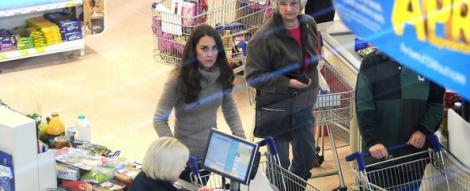 VIDEO! Ducesa de Cambridge, la cumparaturi intr-un supermarket britanic