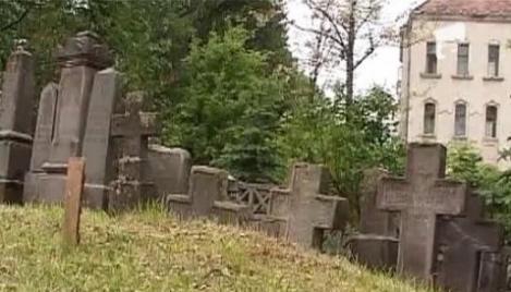 Oficialii maghiari insista ca inhumarea controversatului poet maghiar Nyiro Iojef se va face la Odorheiu Secuiesc