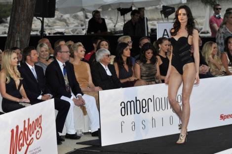 VIDEO! Prezentare de moda la Formula 1: Printul Albert si Printesa Monaco, spectatori