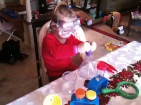 O fetita de trei ani cu un IQ de 135 a fost admisa in organizata Mensa