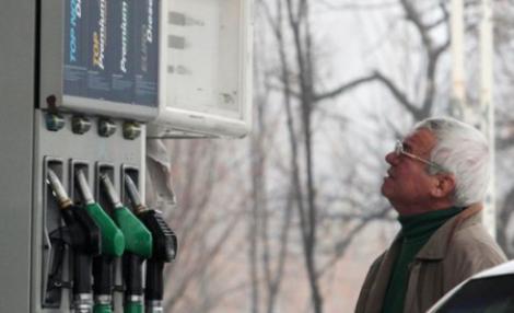 Petrom a scumpit IAR carburantii. Vezi preturile!
