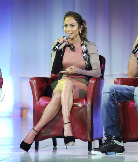 FOTO! Jennifer Lopez, neatenta in preajma lui Enrique Iglesias
