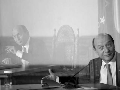 AP: Liderii UE cad din cauza crizei. Exceptia, Traian Basescu