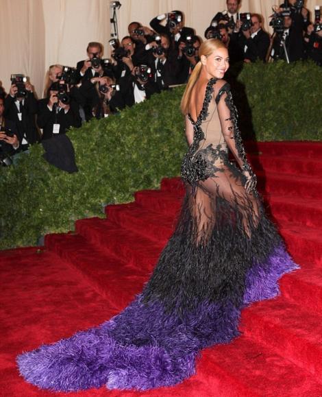 FOTO! Trebuie sa vezi: Beyonce, intr-o rochie transparenta!
