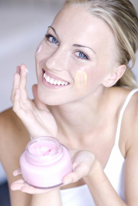 Cinci mituri de frumusete care te fac sa iti irosesti banii