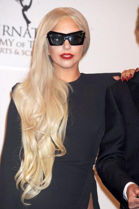 Lady Gaga si-a vandut o ceasca de ceai cu 47.000 de lire sterline