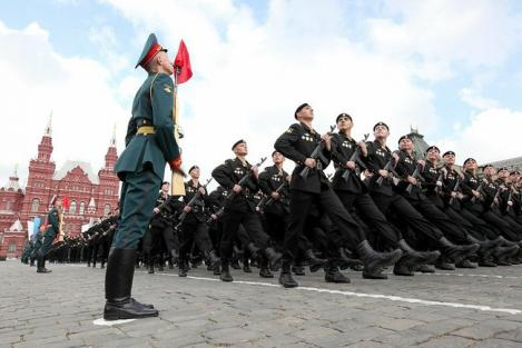 Ziua Victoriei - Parada militara grandioasa, in Piata Rosie din Moscova