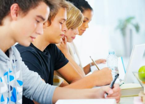 Inventiv: Elevii din SUA vor purta bratari care sa masoare cat de atenti sunt la ore!