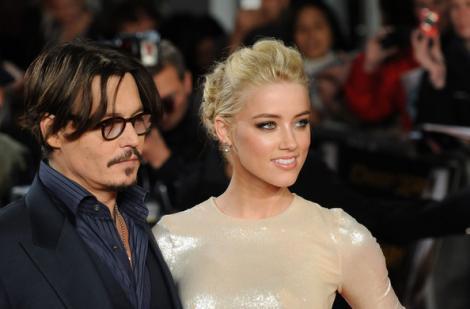 Johnny Depp are o noua iubita. Afla cu cine a inlocuit-o pe Vanessa Paradis!