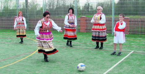 "Vineri incepe EURO 2012! Asculta imnul oficial: ""Koko, Koko Euro spoko""!"
