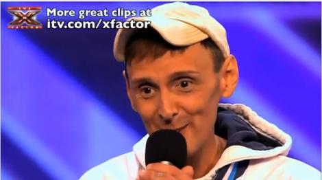 Uite ce inseamna sa ai factorul X! Englezul Johnny Robinson canta dumnezeieste!