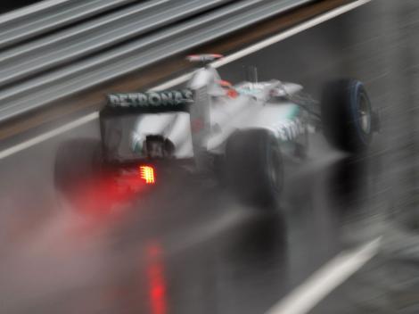 F1 - Calificari pe ploaie la Silverstone: Pole pentru Alonso, Schumi pe 3