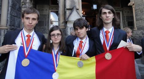 """Vlad Bacauanu, olimpicul de aur la chimie, """"coleg"""" de facultate cu Bush si Clinton"""