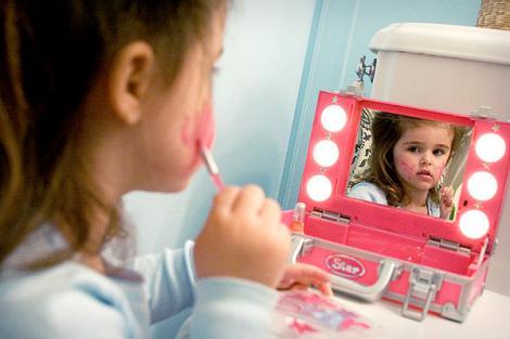 """Idealurile copiilor de azi: """"Mami, mami, cand ma fac mare vreau sa fiu... slaba, frumoasa si populara!"""""""
