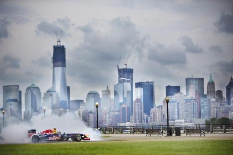 """Tenor V8: Asculta cum """"canta"""" un monopost RB7 de Formula 1 imnul SUA!"""