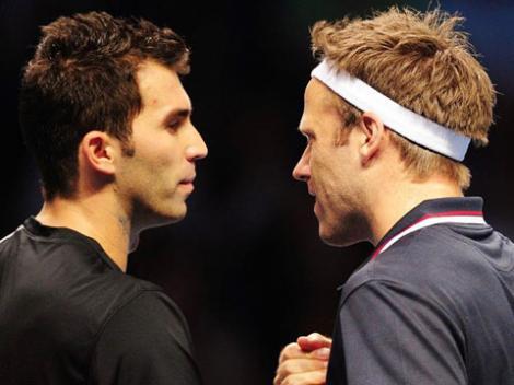 Horia Tecau si Robert Lindstedt au castigat la Cincinnati primul turneu de Masters 1000 din cariera. Perechea si-a asigurat prezenta la Turneul Campionilor de la Londra