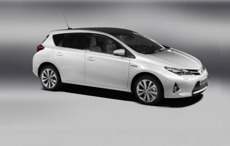 Iata primele imagini cu viitoarea generatie Toyota Auris!