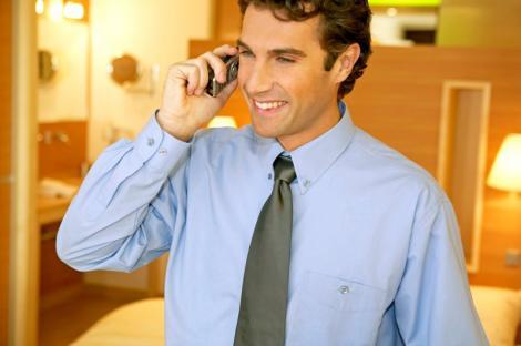 De maine scade tariful apelurilor telefonice catre alte retele
