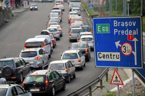 """""""Distractia"""" de weekend: Traficul de pe DN1, deviat pe Cheia din cauza aglomeratiei"""