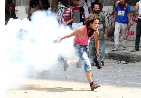 Ambasadele americane din Yemen, Egipt, Maroc, Tunisia si Libia au fost atacate de protestatari furiosi!