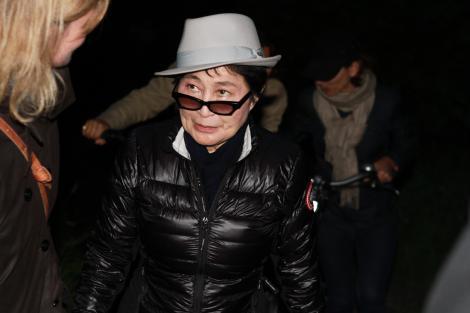 Yoko Ono le premiaza pe rusoaicele de la Pussy Riot